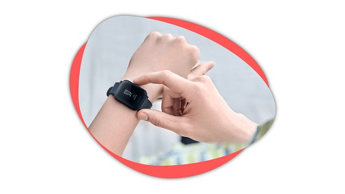 AmazFit Bip Lite in the hand of woman